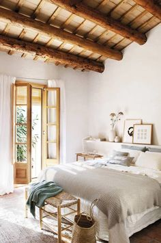 A country retreat in the heart of Barcelona by Sacum Fall Home Decor, Cheap Home Decor, Autumn Home, Room Decor Bedroom, Home Bedroom, Bedroom Signs, Bedroom Rustic, Master Bedrooms, Bedroom Apartment