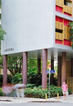 Image on Archisquare • Architettura Design Blog  http://www.archisquare.it/joao-batista-vilanova-artigas-edificio-louveira-san-paolo/