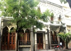 Beautiful big house in Recoleta with a perfect location. Close to the main avenues and public transports, Restaurant, bars and caffes. Wi-fi in all the house. Have a nice stay!