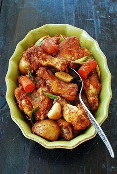 Dakdoritang (Spicy braised chicken)