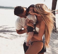 oh sweet baby, cuteness baby overlaod inizio a lavorare amo Cute Family, Baby Family, Family Goals, Beautiful Family, Cute Baby Pictures, Couple Pictures, Beautiful Pictures, Future Mom, Future Goals