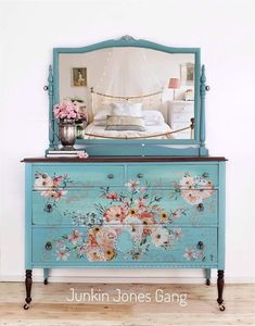 Trends in Furniture – Shabby chic furniture – Home Decor Do It Yourself Diy Garden Furniture, Decoupage Furniture, Hand Painted Furniture, Refurbished Furniture, Paint Furniture, Repurposed Furniture, Shabby Chic Furniture, Furniture Projects, Furniture Makeover