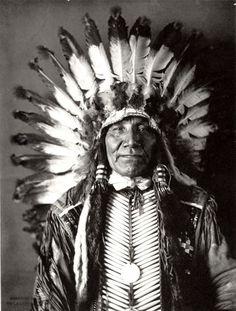 Charging Bear (Mato Watakpe), a Yankton Sioux man - 1905 Native American Images, Native American Beauty, Native American Tribes, American Indian Art, Native American History, Native Americans, Native Indian Tattoos, Navajo, Sioux Nation
