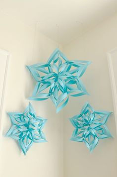 Ladyface Blog: Pretty Paper Snowflakes Más