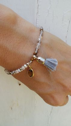 Zierliche Perlen Quaste Armband.  Funkelnde Perlen Armband mit Swarovski-Kanal löschen. Armband Perlen Quaste. Armband mit Kristalltropfen.