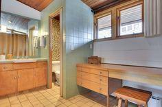 v.nice bathroom IMO. Nab a $719K Midcentury Gem by Carl Graffunder