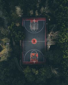 "44k Likes, 81 Comments - HYPEBEAST (@hypebeast) on Instagram: ""#hypecourts: get in the game. Photo: @by.harper"""