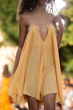 Jacquemus at Paris Fashion Week Spring 2019 - Details Runway Photos Sexy Reception Dress, Beach Dresses, Sexy Dresses, Fashion Week, Fashion Show, Paris Fashion, Jacquemus, Cute Skirts, Sexy Hot Girls