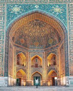 Planning a trip to Uzbekistan and want to know all the best things to see and do? Here's the ultimate Uzbekistan itinerary and travel guide! Art Et Architecture, Persian Architecture, Futuristic Architecture, Beautiful Architecture, Islamic Art, Islamic Decor, Palaces, Travel Destinations, Places To Go