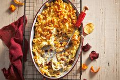Bijzondere zuurkoolschotel met fruit en spek - Recept - Allerhande Winter Cakes, 20 Min, Budget Meals, Macaroni And Cheese, Easy Meals, Dishes, Meat, Baking, Ethnic Recipes