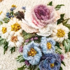 """Instagram의 buni_1226님: """"맵시를 가다듬는 작업은 거울을보는것같아_"""" Embroidery Flowers Pattern, Flower Patterns, Embroidery Designs, Embroidered Roses, Needle And Thread, Art Studios, Baby Knitting, Hand Sewing, Floral Wreath"""