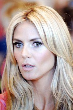 Victoria's Secret Makeup Breakdown 'doe-eyed Bambi'