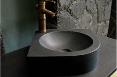 LivingROC offers its fine selection of Natural stone bathroom sinks, Stone Shower Pans, washbasins in genuine stone - In stock and factory direct prices delivered to you within 5 to Sleek design, trendy and quality to create a unique bathroom. Corner Sink Bathroom, Bathroom Niche, Stone Bathroom, Bathrooms, Bathroom Black, Modern Bathroom, Small Bathroom, Cuba, Stone Basin
