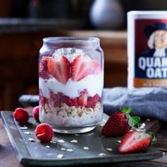 Berry Overnight Oats Recipe is part of Overnight oats recipe Prep these fruity, creamy oats the night before and in the morning you& got a quick, fresh breakfast - Blueberry Overnight Oats, Overnight Oatmeal, Quaker Overnight Oats Recipe, Healthy Chicken Recipes, Healthy Meals, Healthy Food, Healthy Junk, Quick Recipes, Popular Recipes