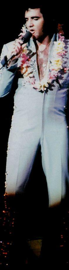 1972 11 18 (20h30) Elvis performed at the Honolulu International Center, Honolulu, Hawaii