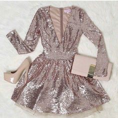 I want to be a celebrity just so I can wear super sparkly extravagant outfits everywhere all the time Pretty Dresses, Beautiful Dresses, Look Fashion, Fashion Outfits, Dress Fashion, Looks Party, Outfit Chic, Short Dresses, Formal Dresses