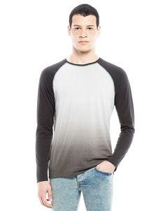 Rebaja en Camiseta de manga larga degradada para Caballero.