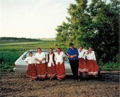世界中に散らばり、特にヨーロッパや中東、常に移動して生活をしている「ジプシー」たちの生活の様子がよくわかる写真です。音楽、踊り、占いなどを伝統的に職業としており、現在は、定住生活をする者も多いよう...