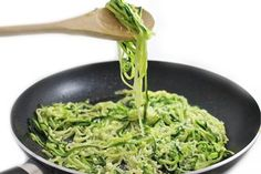 Skinny Garlic Parmesan Zoodles - 3 WW Smart Points: Don't let the ease of this recipe fool you, it's sooo dreamy good. I love this so much, I make it several times a week. Not only does this decadent tasting recipe make a wonderful side dish to chic… Zoodle Recipes, Spiralizer Recipes, Ww Recipes, Vegetable Recipes, Pasta Recipes, Low Carb Recipes, Vegetarian Recipes, Cooking Recipes, Healthy Recipes