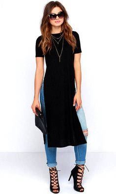 Your skinny jeans and booties will be thrilled to pal around with the Lovin' the Crew Neck Black Maxi Top! Stretchy ribbed knit constructs a crew neck bodice with short sleeves. Casual Outfits, Fashion Outfits, Womens Fashion, Maxi Shirts, Mode Jeans, Fashion Corner, Black Maxi, Casual Looks, Ideias Fashion