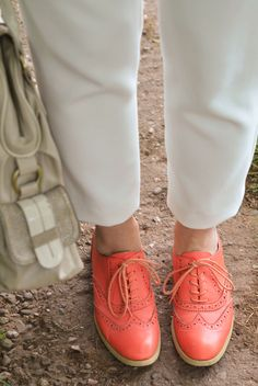 All white with chambray shirt, coral brogues #spring #style
