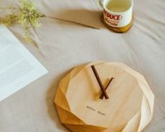 Prírodné-luxusné-nástenné-drevené-hodiny. Ale, Clock, Home Decor, Watch, Decoration Home, Room Decor, Ale Beer, Clocks, Home Interior Design
