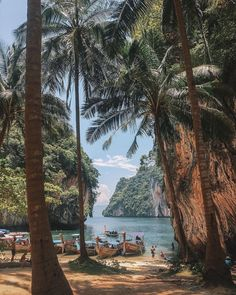 Thailand is a great destination if you're interested in taking your first solo female travel adventure. This article has great tips and hacks plus great travel photography! reiseziele 15 Best Destinations for Solo Female Travelers Wanderlust Travel, Amazing Destinations, Travel Destinations, Travel Diys, Travel Photographie, Voyager Seul, Photos Voyages, Travel Aesthetic, Thailand Travel