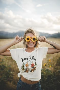 Pin by kayla lane on dream photo shoot городская фотография, Artsy Photos, Cute Photos, Pictures Of Girls, Happy Photos, Cute Pictures, Photo Portrait, Female Portrait, Picture Poses, Photo Poses