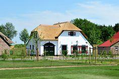 Prachtige huizen op zeer ruim opgezette kavels maken uw vakantieboerderij uniek in de regio!
