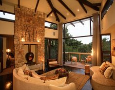 Tsala Treetop Lodge is a luxury boutique hotel in Plettenberg Bay, South Africa. Book Tsala Treetop Lodge on Splendia and benefit from exclusive special offers !