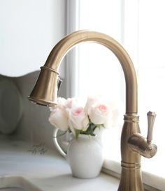 French Country-Style Cottage in California is Full of Delicate Elegance A faucet with a champagne bronze finish adds elegance to the farmhouse sink. - A faucet with a champagne bronze finish adds elegance to the farmhouse sink. French Cottage Kitchen, Cottage Style, Kitchen Refresh, Bronze Kitchen Faucet, House Styles, Country Cottage Decor, Country Kitchen Designs, Country Chic Cottage, French Country Kitchens