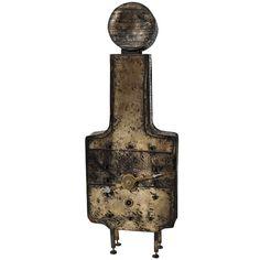 """Bronz masa saati, 1960'lar, Lorenzo Burchiellaro   """"Bir saat dergisi için Doğu ve Batı saatleri arasındaki farkları, iki ayrı usta üzerinden anlatan bir yazı yazarken nasıl oldu bilmiyorum 82 yaşındaki Lorenzo Burchiellaro ile tanıştım.  1933 doğumlu Lorenzo Burchiellaro'nun bronz saat heykelleri ya da heykel saatlerini  görünce hem şaşırdım hem sevindim. Sanat tarihinde böyle çalışmaları çok nadir görüyorum""""mekanik saat"""