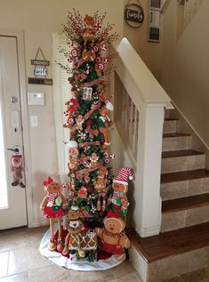 Dollar Store DIY Christmas Decor Ideas – Gingerbread Decorations - Gifts and Costume Ideas for 2020 , Christmas Celebration Gingerbread Christmas Decor, Gingerbread Decorations, Christmas Tree Themes, Christmas Table Decorations, Noel Christmas, Tree Decorations, Christmas Christmas, Gingerbread Men, Christmas Lights