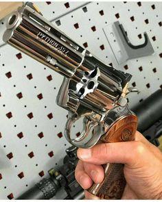 Colt Python 357 Magnum Revolver/Matt here is your Python Weapons Guns, Guns And Ammo, Armas Wallpaper, Colt Python, 357 Magnum, Custom Guns, Military Guns, Hunting Guns, Cool Guns