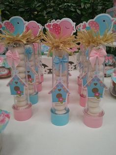 Tubete de passarinho produzido artesanalmente. Não acompanha as balas. Bird Birthday Parties, Girl Birthday, Rose Cookies, Bird Party, Baby Baptism, Ideas Para Fiestas, Little Birds, Silhouette Projects, Toy Store