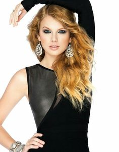 Taylor Swift :) she is so pretty! I am so sick and tired of people saying mean things about her about how she is ugly and can't sing! Taylor swift is B-E-A-U-T-I-F-U-L! And has a BEAUTIFUL voice! So STOP the hate! Taylor Swift Hot, Moda Taylor Swift, All About Taylor Swift, Taylor Swift Style, Swift 3, Britney Spears, Taylor Swift Pictures, Look Fashion, Role Models