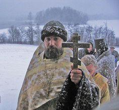 A snowy pilgrimage. Christian Church, Christian Faith, Images Of Faith, Sign Of The Cross, Russian Culture, Russian Icons, Christian Religions, Russian Orthodox, Orthodox Christianity