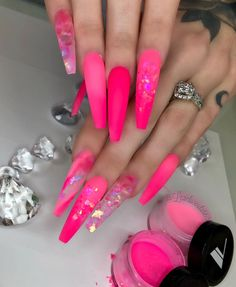 Nail art is a very popular trend these days and every woman you meet seems to have beautiful nails. It used to be that women would just go get a manicure or pedicure to get their nails trimmed and shaped with just a few coats of plain nail polish. Neon Pink Nails, Pink Nail Colors, Pink Acrylic Nails, Bling Nails, Acrylic Nail Designs, Swag Nails, Grunge Nails, Matte Pink, Pink Bling