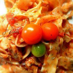 #noodles with #organic #tomato #sauce and #beef #stew (recipe at catanadanacozinha.blogspot.com) - @miguelcizeron- #webstagram Carne, Stew, Noodles, Vegetables, Tomato Sauce, Recipe, Food, Linguine, Kitchen