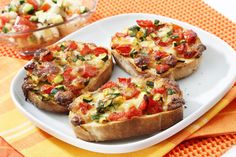 Bruschetta is a super-delicious recipe that comes directly from the Italian cuisine. There are many different types of bruschetta ideas that you can find, Italian Bruschetta Recipe, Bruschetta Recept, Bruschetta Bread, Tomato Bruschetta, Food Porn, Tomate Mozzarella, Good Food, Appetizer Recipes, Snacks