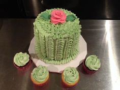 pictures of beautiful buttercream cakes | Photo: Beautiful buttercream ruffle cake and matching cupcakes