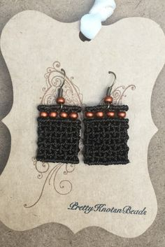 Sophisticated Beaded Macrame Earrings por PrettyKnotsnBeads en Etsy