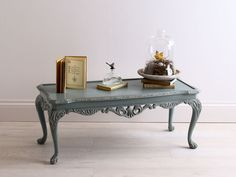 blue-coffee-table-with-closh