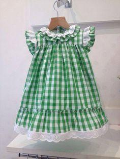 Vdo. Damero Cuadros Más Baby Girl Dress Patterns, Baby Dress Design, Baby Clothes Patterns, Toddler Girl Dresses, Cute Baby Clothes, Little Miss Dress, Little Girl Dresses, Sewing Kids Clothes, Doll Clothes