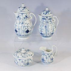 Elgersburg - Konvolut 4 St., blau gem. W, Strohblumen Dekor, gerillte Wandung, 1 Kaffeekern u. 1 kl. — Porzellan