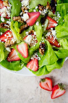 Eat more salad, but not the boring kind you're used to. Try this Butter Lettuce Salad with Feta, Strawberries, Toasted Walnuts & Balsamic Vinaigrette recipe for a healthy and flavorful salad! Lettuce Recipes, Salad Recipes, New Recipes, Cooking Recipes, Healthy Recipes, Healthy Foods, Healthy Life, Healthy Eating, Clean Eating