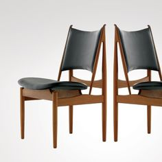 Finn Juhl (1912–1989) was the first Danish furniture designer to be recognized internationally. He studied architecture at the Royal Academy in Copenhagen and with Danish architect Vilhelm Lauritzen, but as a furniture designer he was self-taught, a fact he always emphasized.
