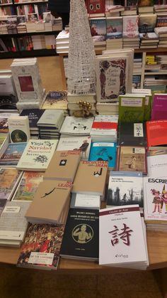 En Librería Cervantrs (Oviedo) Mesa de lecturas ricas
