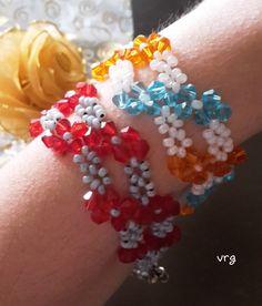 Ho comprato tante perline nuove: Superduo Tila O Beads Crescent beads Lentil Kheops ma a volte tornare alla semplicitá é la migliore cosa solo due tipi di beads e la fantasia di colori che piú mi p…