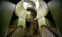 うっとりする曲線美。らせん階段のある世界に魅了されて